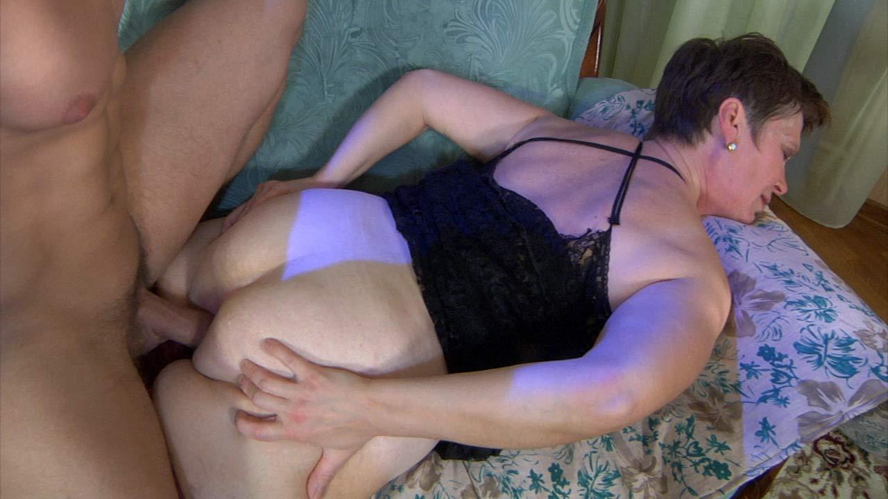 Порно В Попу С Мамой Домашнее