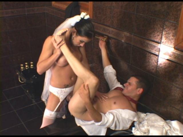 Порно видео невесты трансы